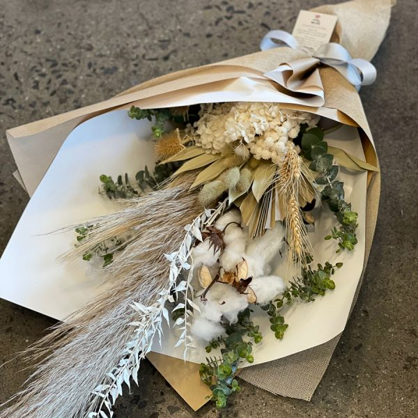 Dried Flowers in a Bouquet Neutral colour Large